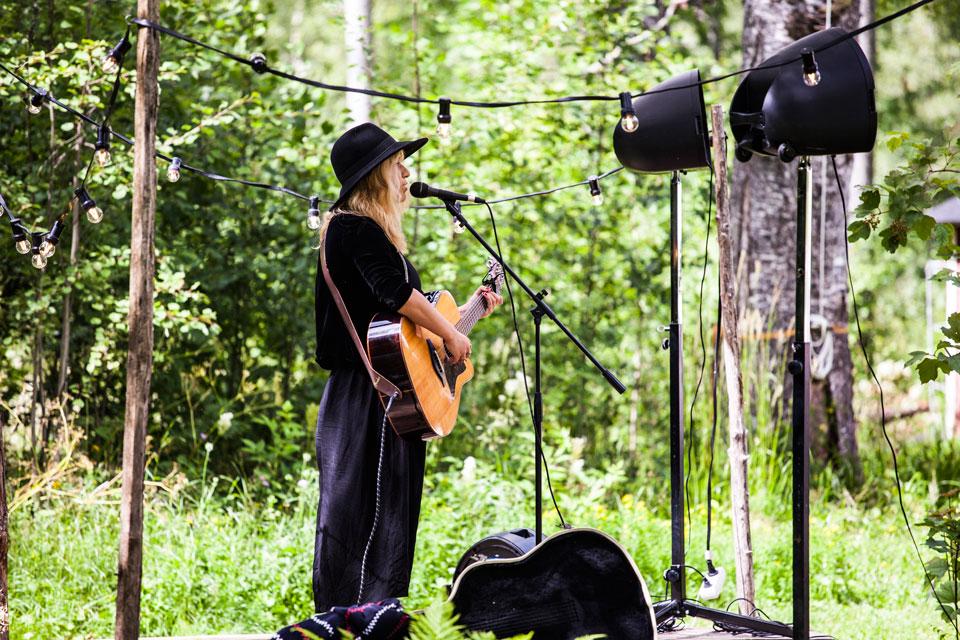 Ellinor Brolin skapade en härlig stämning på scenen vid Brygghuset